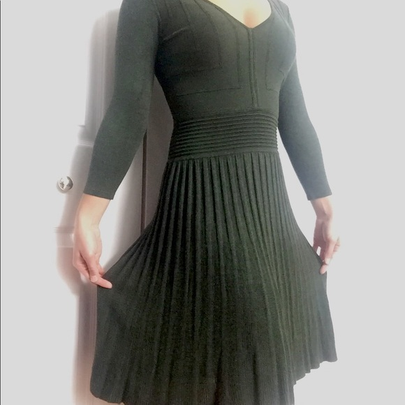 428633b3050 ... sweater dress dusty green v-neck. M 5b8dbf6542aa76df66dc3196